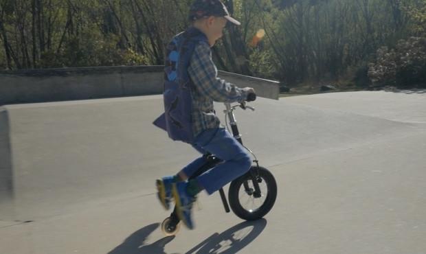 Bu bisikletin pedalı yok motor yok bacak gücüyle ilerliyor - Page 1