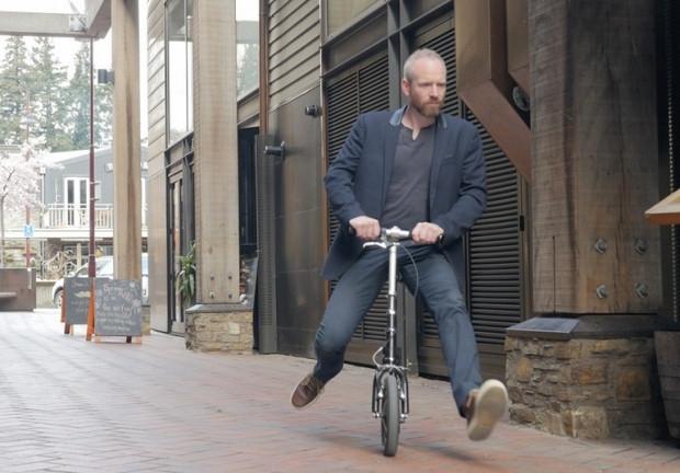 Bu bisikletin pedalı yok motor yok bacak gücüyle ilerliyor - Page 4