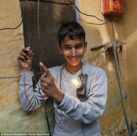Bu çocuğu elektrik çarpmıyor! - Page 2
