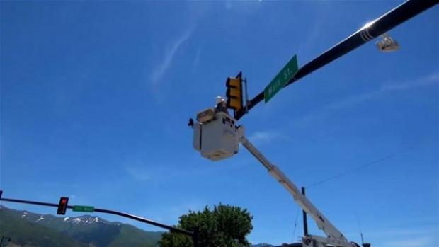 Bu defa bir trafik ışığını söküp içine baktılar - Page 1