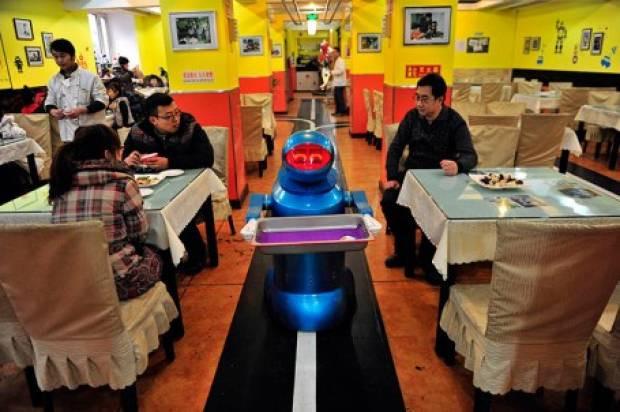Bu restoranda herşeyi robotlar yapıyor - Page 2