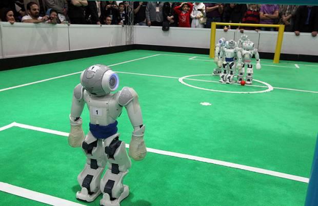 Bu robotlar futbol oynuyor! - Page 1