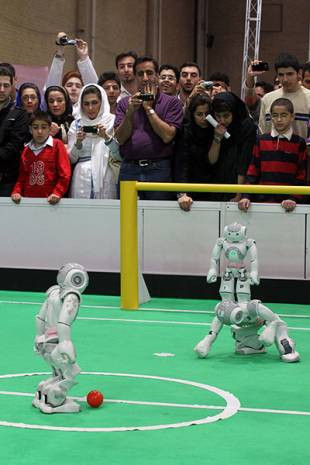 Bu robotlar futbol oynuyor! - Page 3