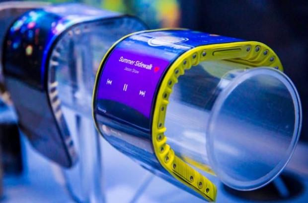 Bu telefon, tıpkı bir kol saati gibi bileğe takılabiliyor! - Page 4