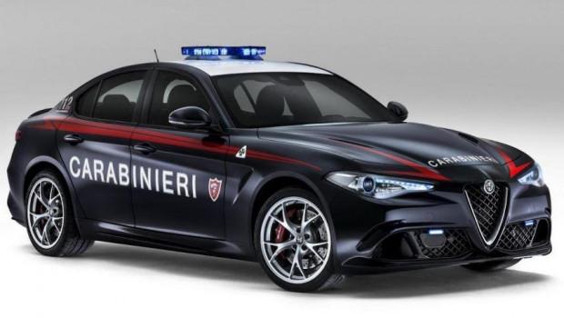 Bunlar dünyanın en iyi polis arabaları - Page 1