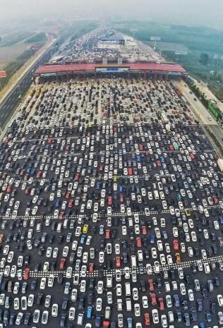 Buyrun Pekin trafiğine! 50 şeritli yol kilitlendi! - Page 1