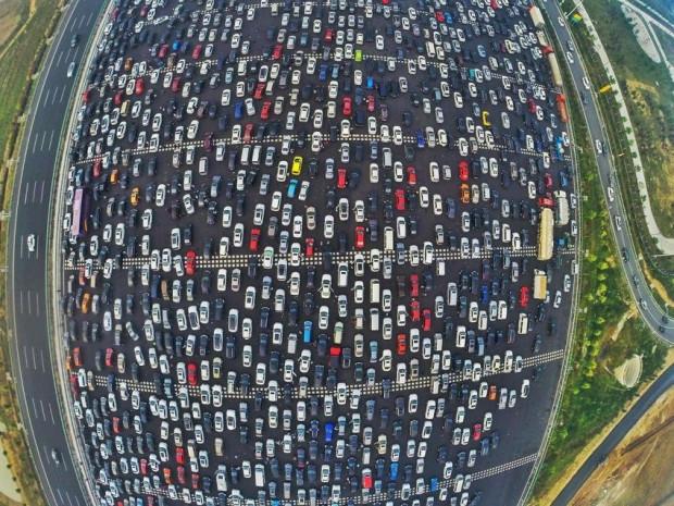 Buyrun Pekin trafiğine! 50 şeritli yol kilitlendi! - Page 2