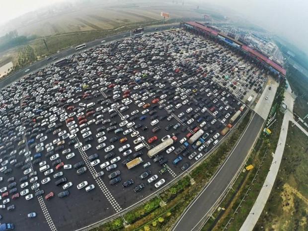 Buyrun Pekin trafiğine! 50 şeritli yol kilitlendi! - Page 4