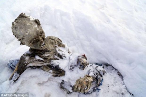 Buzlar eridi 55 yıllık cesetler çıktı! - Page 1