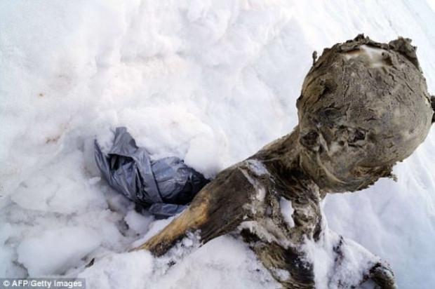 Buzlar eridi 55 yıllık cesetler çıktı! - Page 2