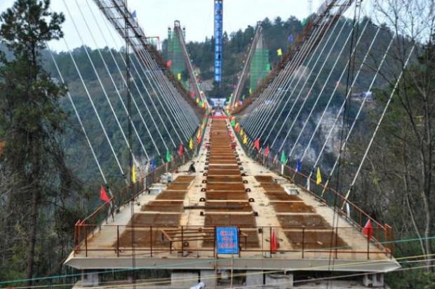 Cam köprü balyozlarla test edildi - Page 1