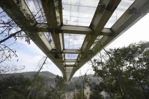 Cam köprü balyozlarla test edildi - Page 4
