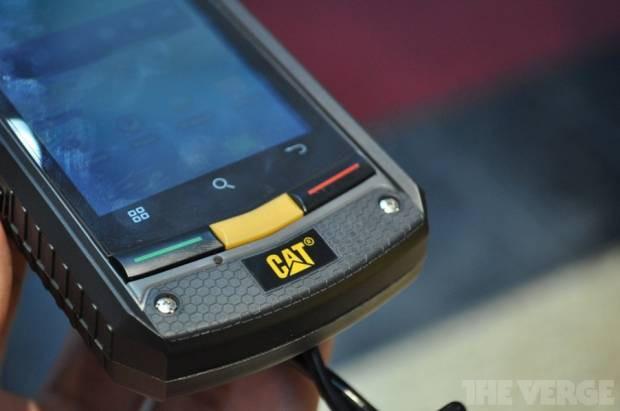 CAT'ten (Caterpillar) inanılmaz dayanıklı, makina benzeri Akıllı Telefon - Page 2