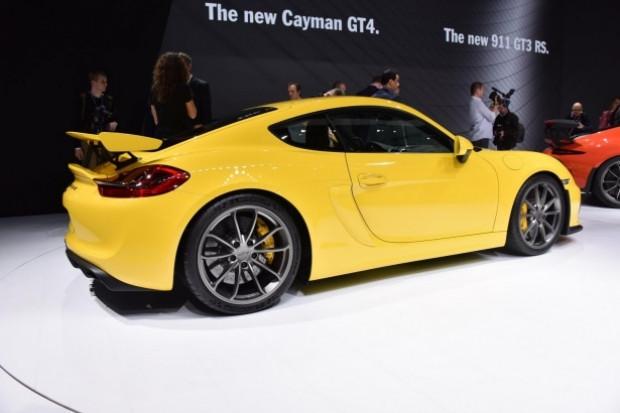 Cenevre'nin göz bebeği Porsche Cayman GT4 - Page 2