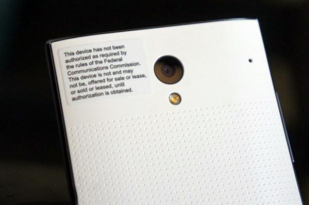 Çerçevesiz ekrana sahip ilk akıllı telefon: Sharp Aquos Crystal - Page 1