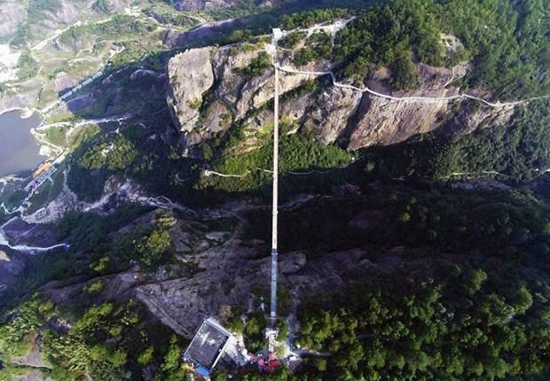 Çin dünyanın en uzun cam köprüsünü inşa etti - Page 2