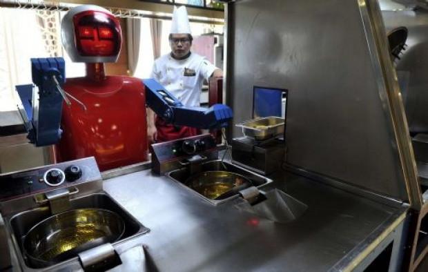 Çin'in en büyük robot restorantı - Page 2