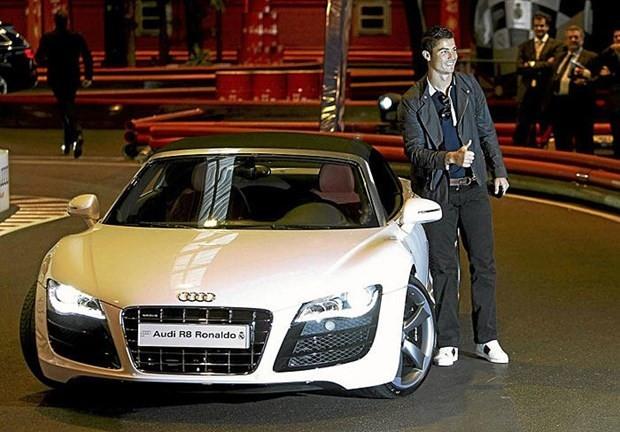 Cristiano Ronaldo'nun akıllara zarar otomobilleri - Page 1