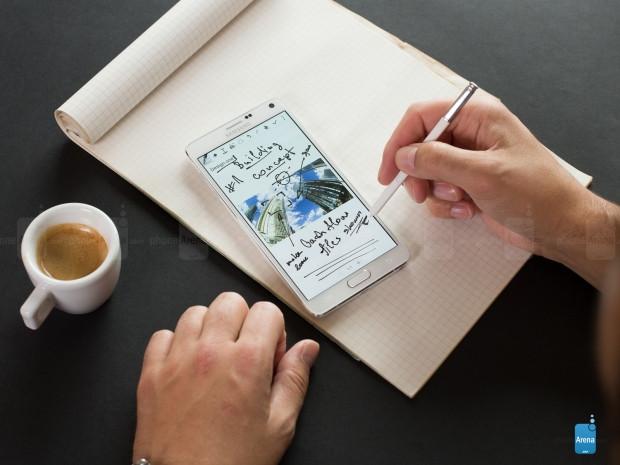 Daha büyük ya da eşit pile rağmen pil süreleri Galaxy Note 5'ten kötü olan akıllı telefonlar - Page 1