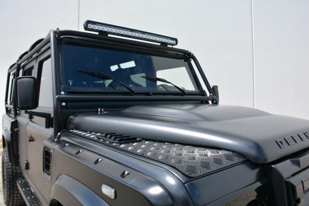 Devasa boyutuyla Land Rover Defender Beast - Page 2