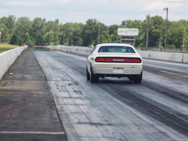 2010 Dodge Challenger Mopar Drag Pak Concept photo - 1