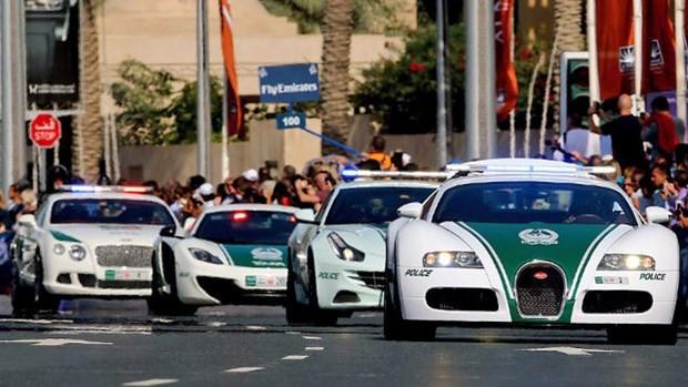 Dubai polisinin lüks arabaları - Page 2