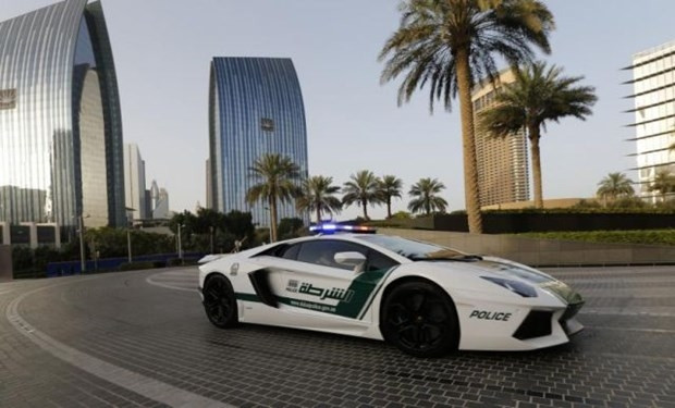 Dubai polisinin lüks arabaları - Page 4