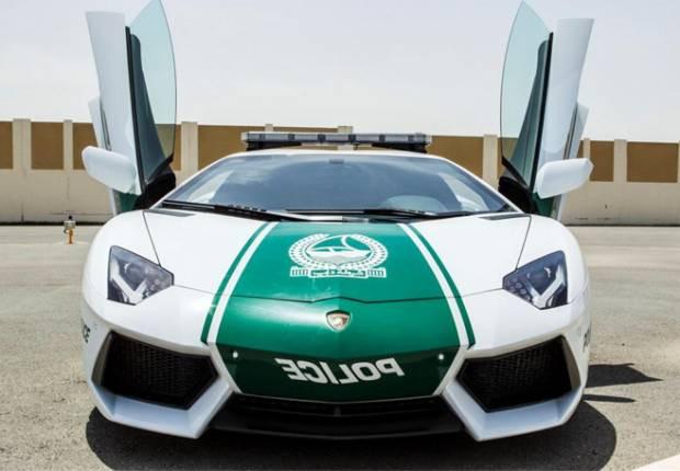 Dubai'de Polisler bile Lamborghini'ye biniyor! - Page 2