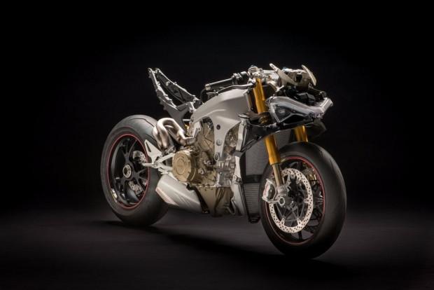Ducati Panigale V4: 226 beygir gücü ile yeni canavarını tanıttı - Page 1