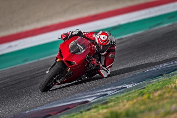 Ducati Panigale V4: 226 beygir gücü ile yeni canavarını tanıttı - Page 2