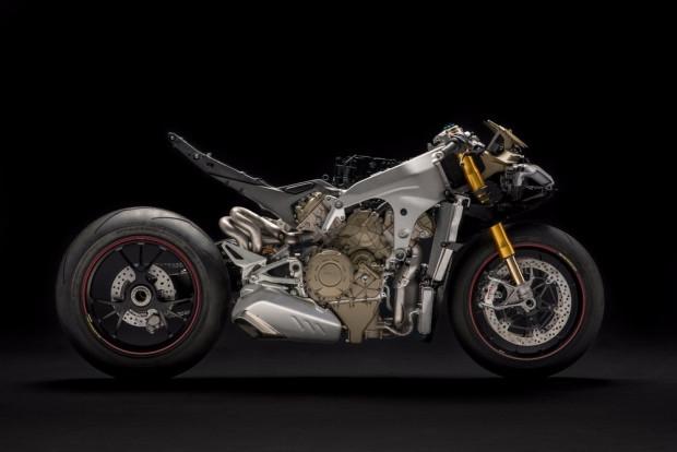 Ducati Panigale V4: 226 beygir gücü ile yeni canavarını tanıttı - Page 3