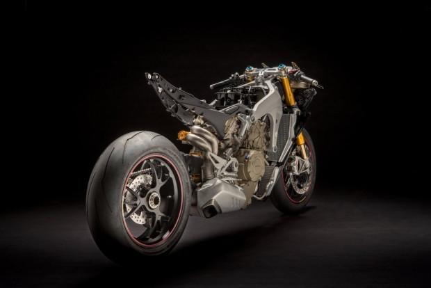 Ducati Panigale V4: 226 beygir gücü ile yeni canavarını tanıttı - Page 4