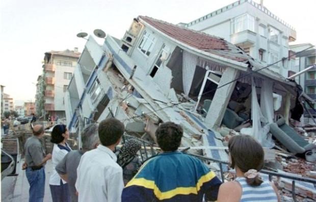 Dünyanın en büyük depremleri - Page 4