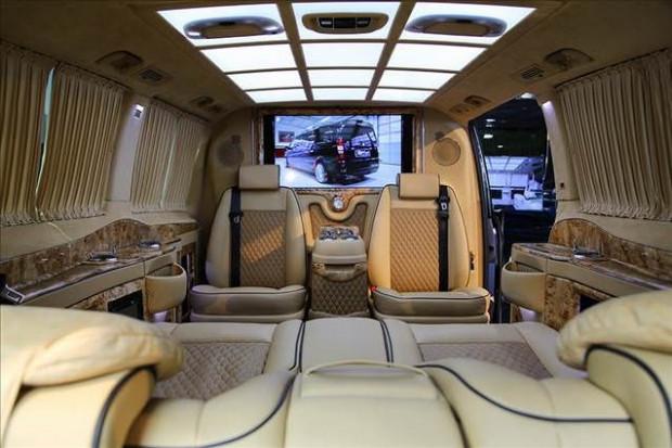 Dünyanın en lüks ve özel otomobilleri bu fuarda - Page 3