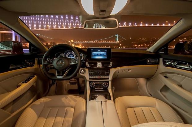 'Dünyanın ilk dört kapılı Coupe'si Mercedes CLS yenilendi - Page 2
