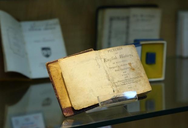 Dünyanın ilk ve tek minyatür kitap müzesi - Page 1