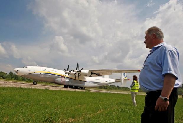 En geniş gövdeye sahip nakliye uçağı AN-22 - Page 1