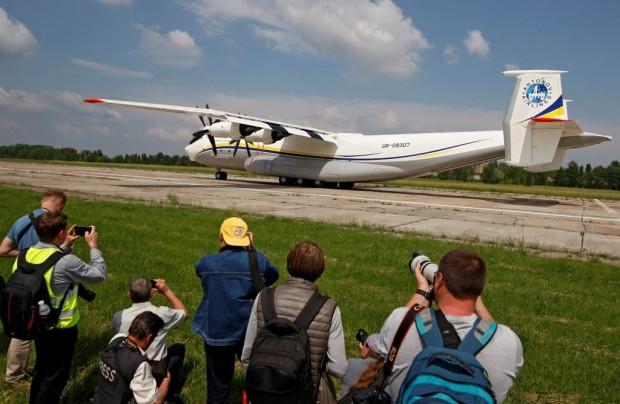 En geniş gövdeye sahip nakliye uçağı AN-22 - Page 4