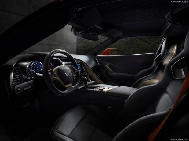 En güçlü ve en hızlı Corvette yüzünü gösterdi - Page 1