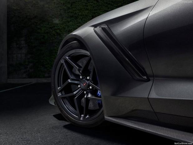 En güçlü ve en hızlı Corvette yüzünü gösterdi - Page 2