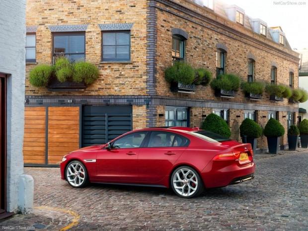 En ince ayrıntısına kadar Jaguar XE S 2016! - Page 3