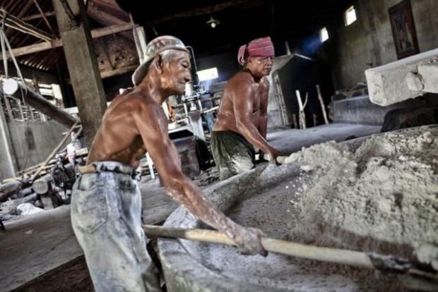Endonezya'da bir spagetti fabrikası böyle görüntülendi - Page 1