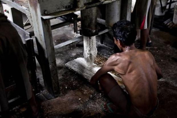 Endonezya'da bir spagetti fabrikası böyle görüntülendi - Page 2