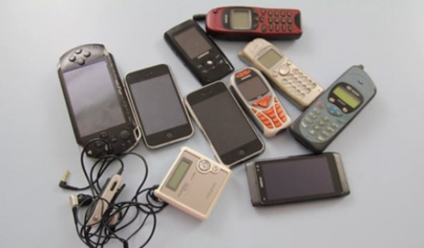 Eski telefonlarınızı atmayın! - Page 1