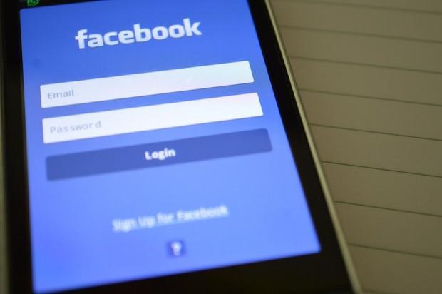 Facebook, üç alanda problemler tespit etti - Page 1