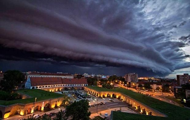 Fırtına koparan bulutların korkutan güzelliği - Page 1