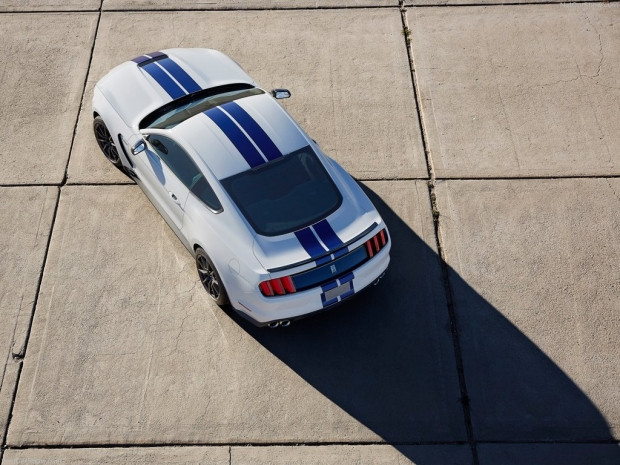 Ford Mustang Shelby GT350 2016 - Page 2