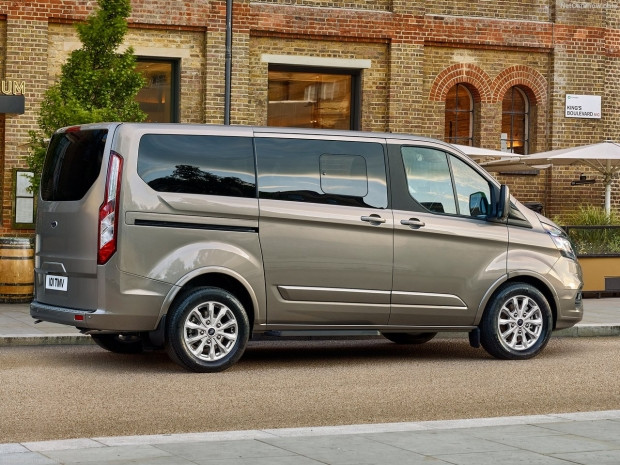 Ford Tourneo Custom 2018 - Page 1