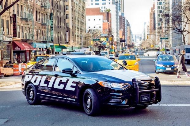 Ford Police Responder Hybrid Sedan 2018 - Page 4