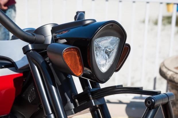 Frontier 111 A özel yapım tanklı motorsiklet - Page 3